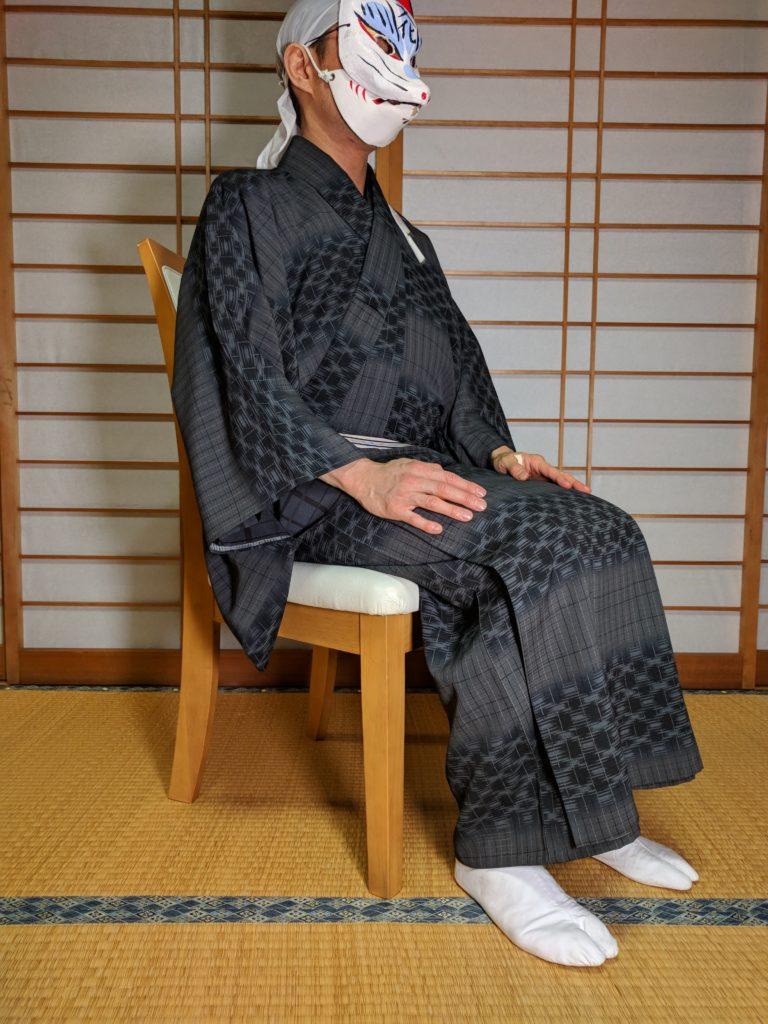 男の和服着物、椅子、座る、正しい、
