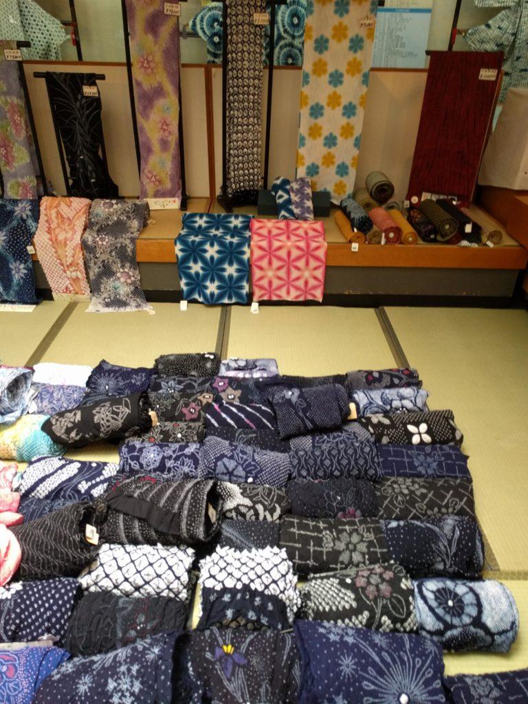 男の和服着物,モッズ,メンズ着物,和装,裏着物,有松,絞り祭り,狐面,反物,