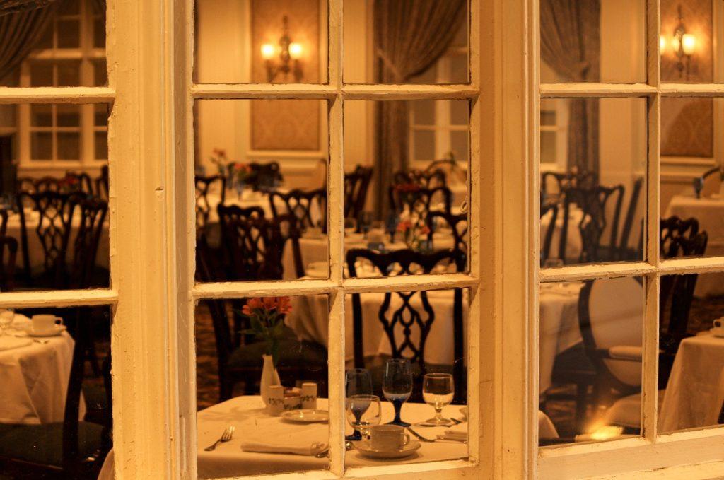 男の和服着物,メンズ着物,裏着物,エスコート,レディファースト,食事,レストラン,待ち合わせ