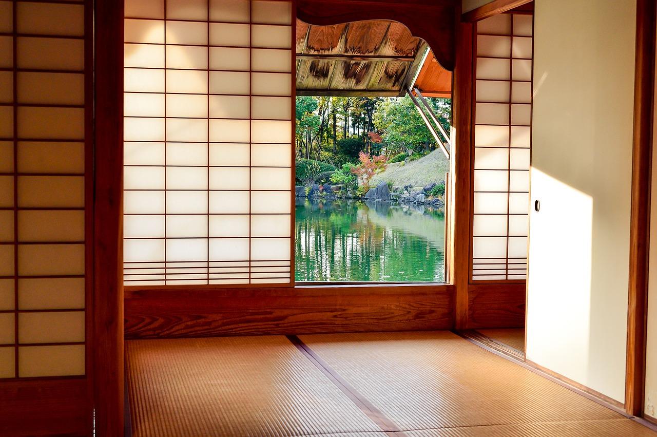 男の和服着物,メンズ着物,寝床,寝巻き,和室,浴衣,和装,種類,狐面,日本,裏着物